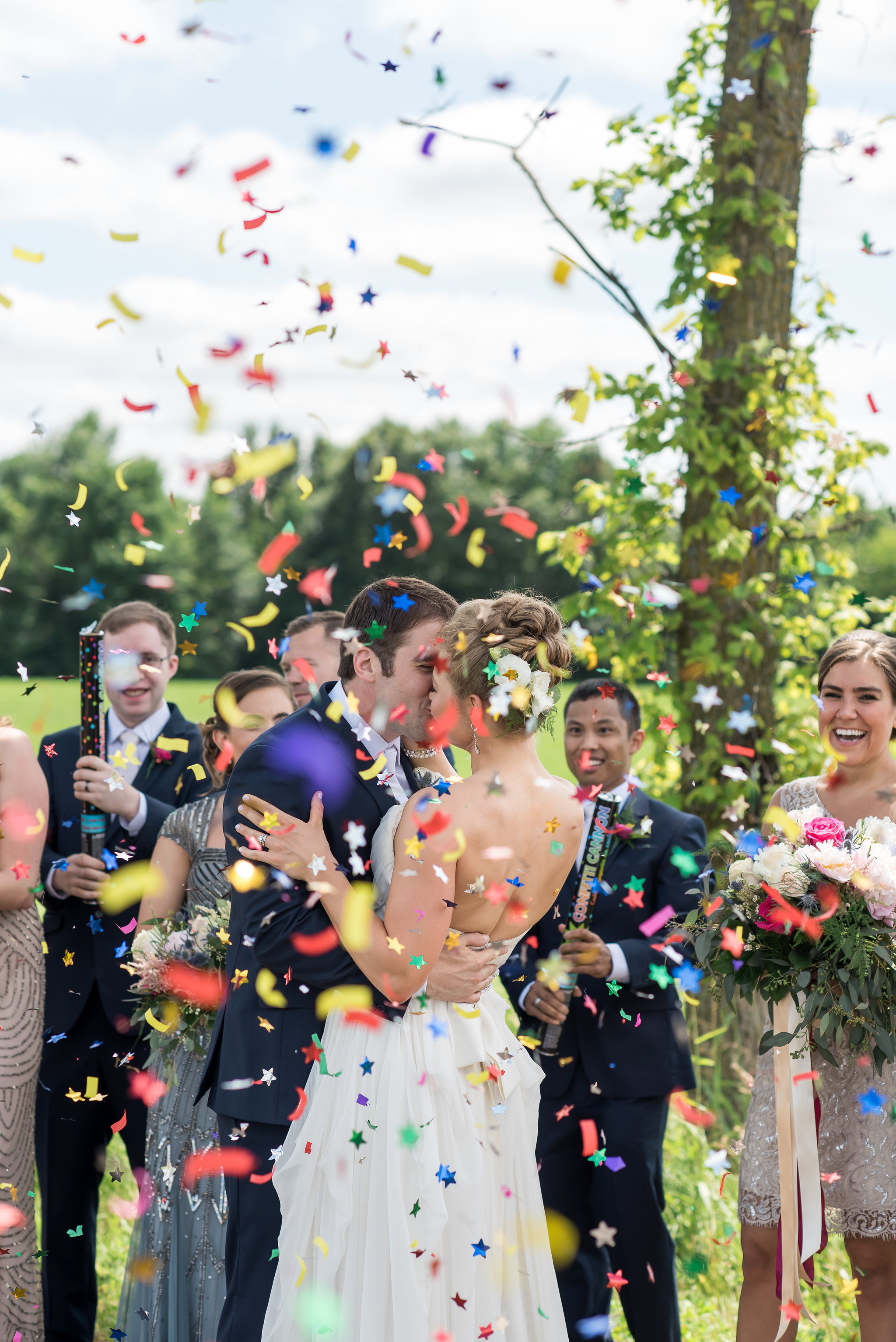 bridal party confetti picture | Kelly Birch Photography :: Bloom Lake Barn :: Sixpence Events Minnesota wedding planner :: A Vintage Touch Weddings :: Brett Dorian.jpg