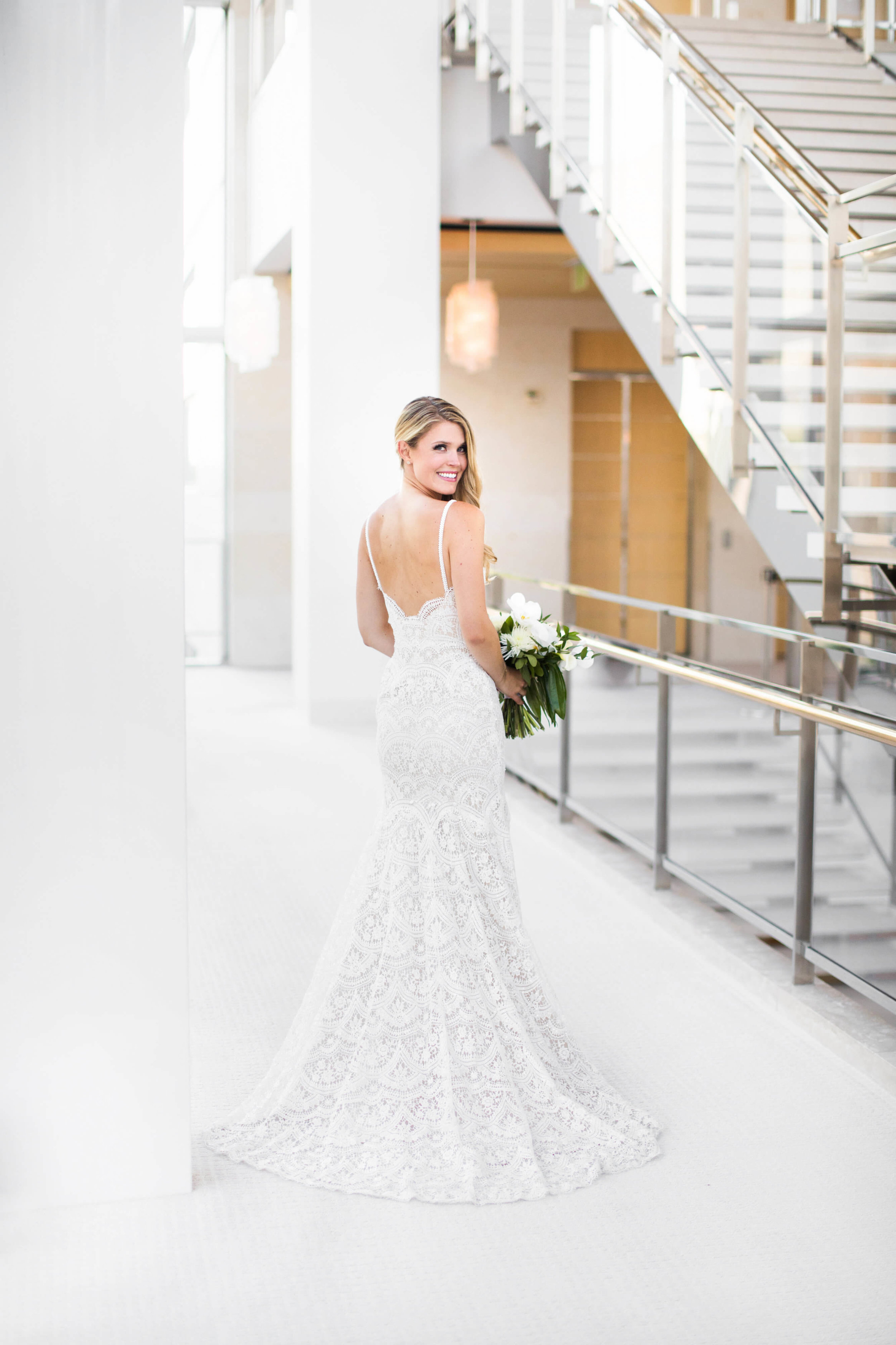 before the first look bride looking back | Studio KH wedding photographer | Sixpence Events and Planning wedding blog