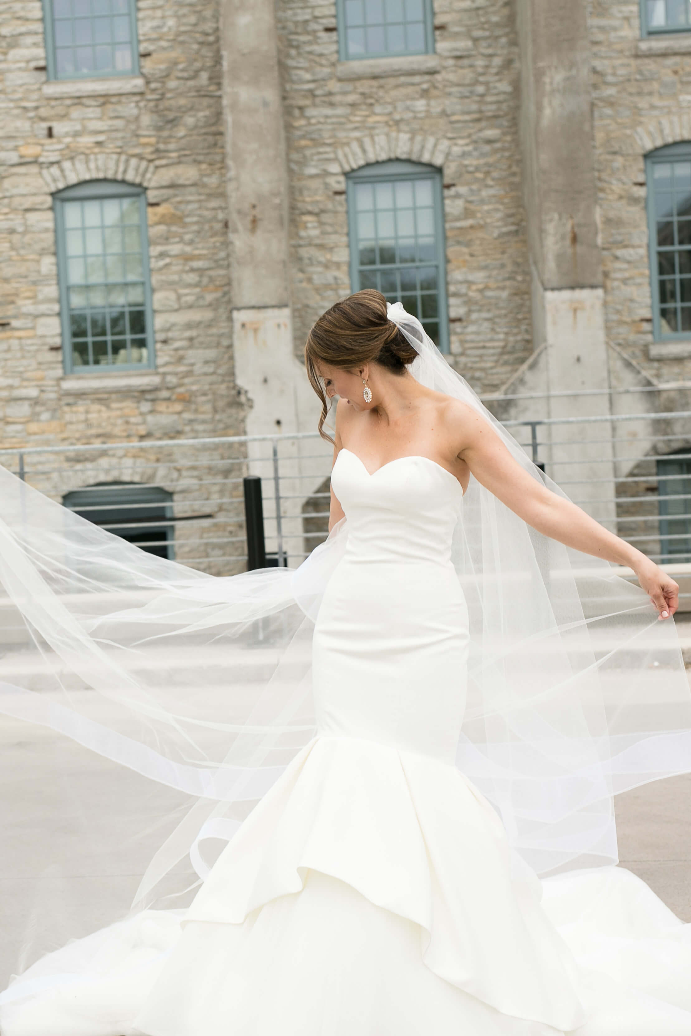 40Alice HQ Photography _ Machine Shop Minneapolis _ Sixpence Events and Planning wedding planner.JPG