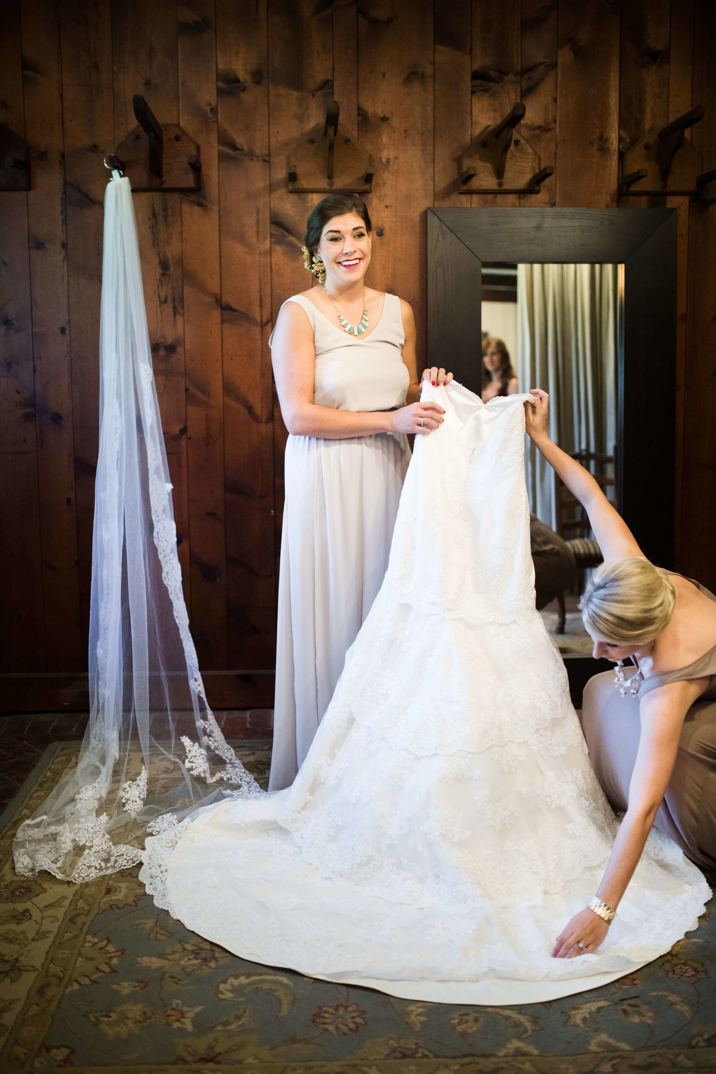 make a hole where you can see the ground to get into your wedding dress easily | Studio KH wedding photographer | Sixpence Events and Planning, free wedding blog, free wedding help, free wedding advice |
