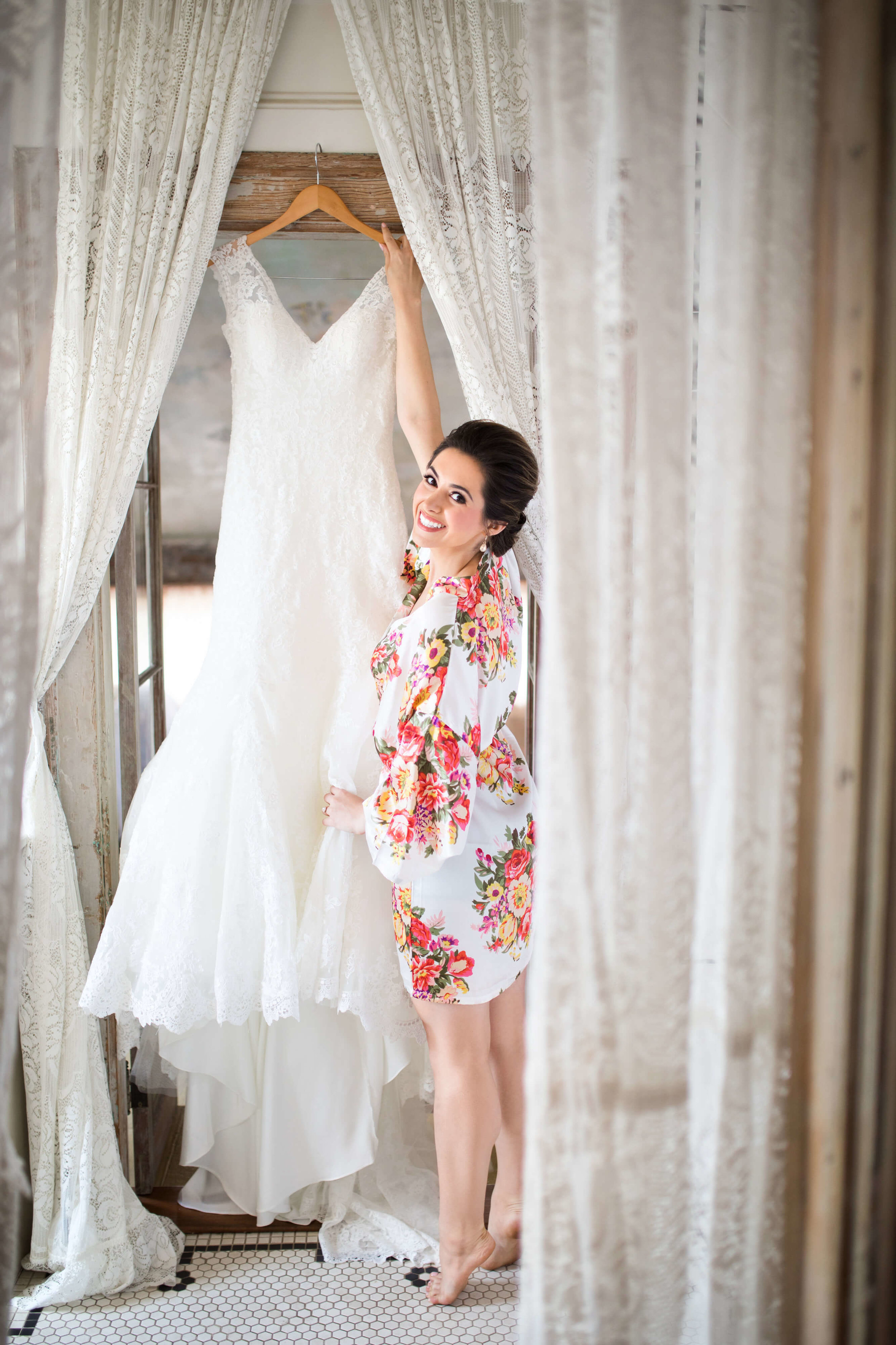 bride in floral print white getting ready robe | SIxpence Events and planning blog | Studio KH wedding photographer