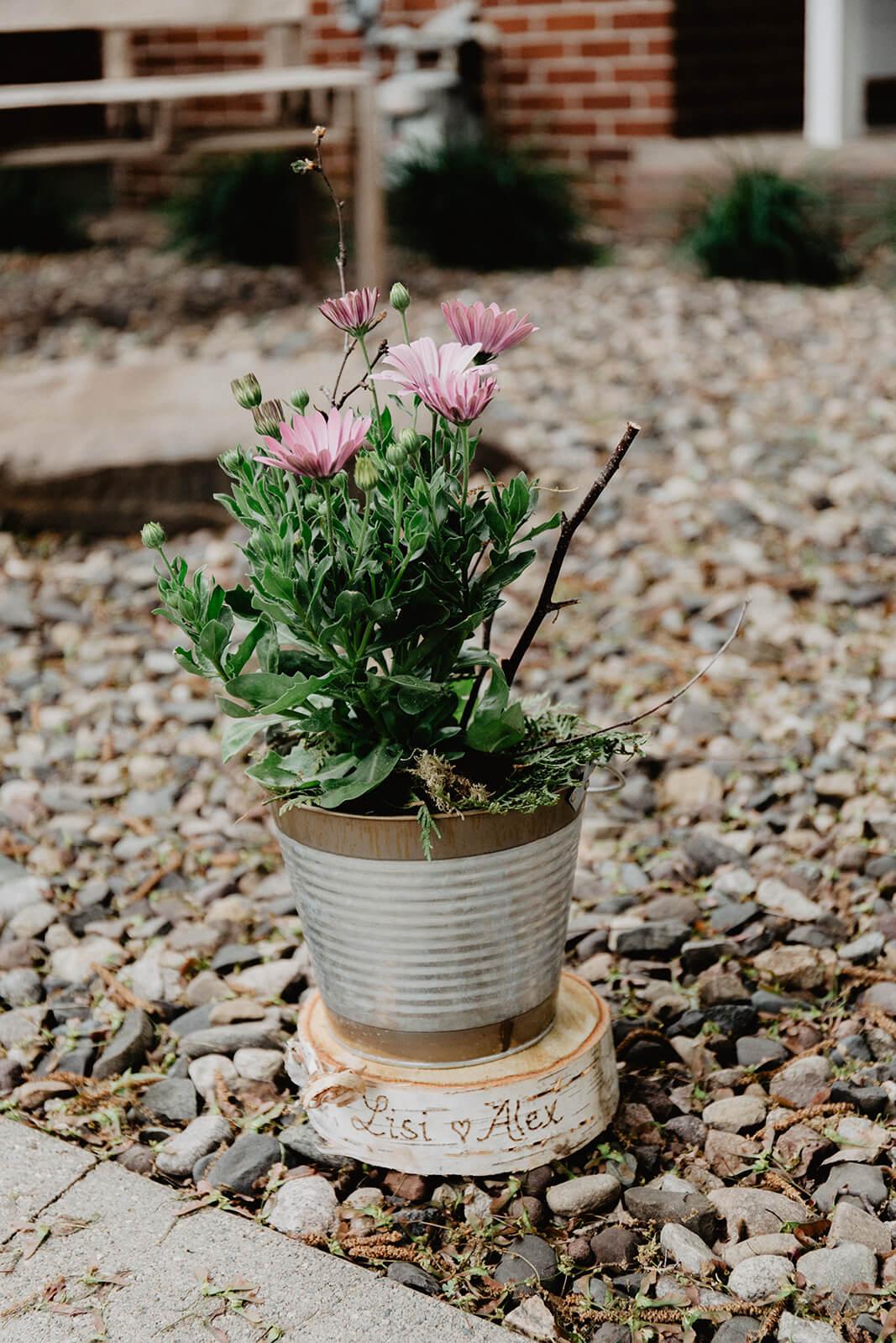 Alex + Lisi -- backyard Minnesota wedding -- Mads Lizotte photography -- Sixpence Events -- potted floral arrangements.jpg