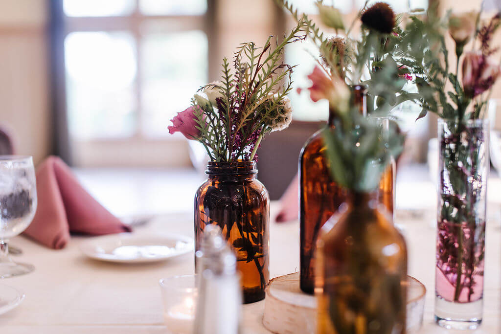 Laura Haya Photography | Sixpence Events Day of Coordinating | Bunker Hills Event Center Minnesota | amber bud vases with scabiosa pods and lisianthus