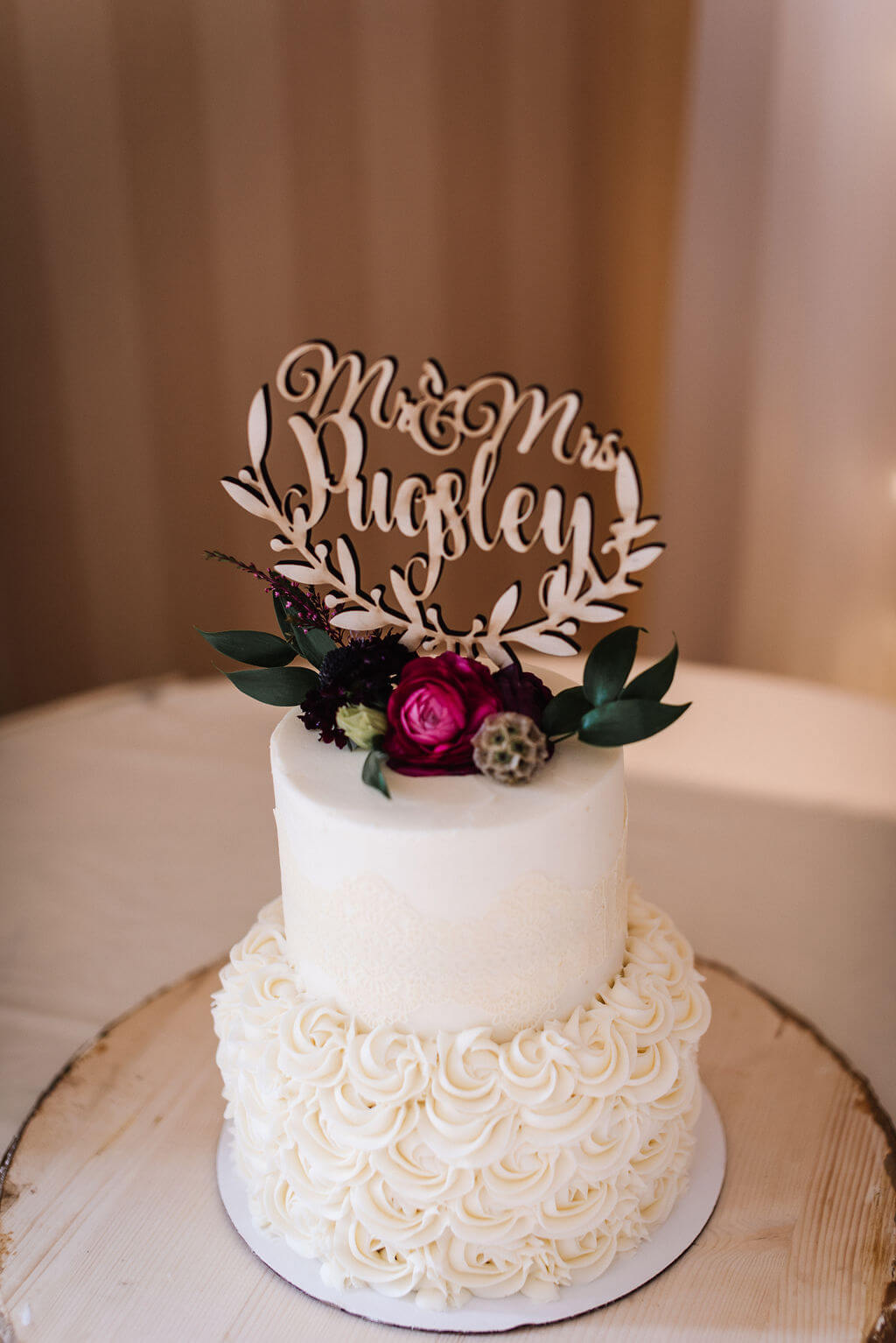 Laura Haya Photography | Sixpence Events Day of Coordinating | Bunker Hills Event Center Minnesota | laser cut cake topper, two tier on wood cookie with white flower frosting and flowers on top
