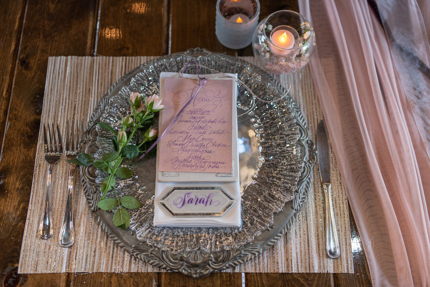 Sarah and Mark | Hope Glen Farm | Kelly Birch Photo | Sixpence Events & Planning wedding planning in Minnesota | silver fancy charger with pink menus