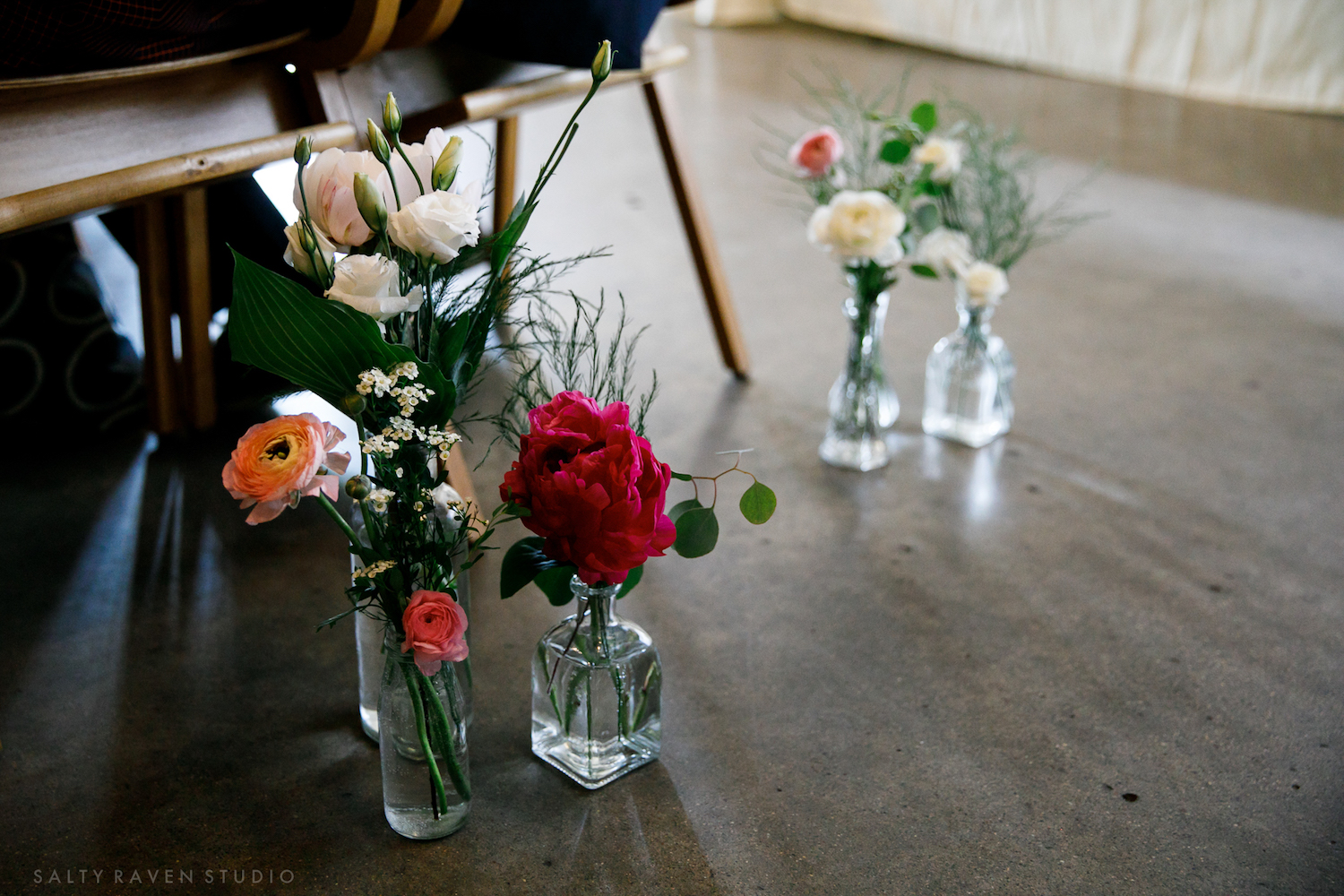 simple bud vases for ceremony decor | Salty Raven Photography | PAIKKA | Sixpence Events | Eleanor and Aaron's wedding.jpg