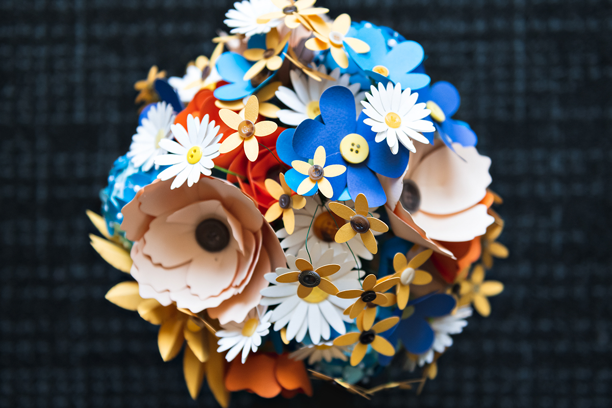 paper flower bouquet   Robin + Tom   Holey Moley contestants   Shuttersmack Minnesota photographer   Sixpence Events and Planning   Gale Woods Reception   Big Stone Mini Golf   .jpg