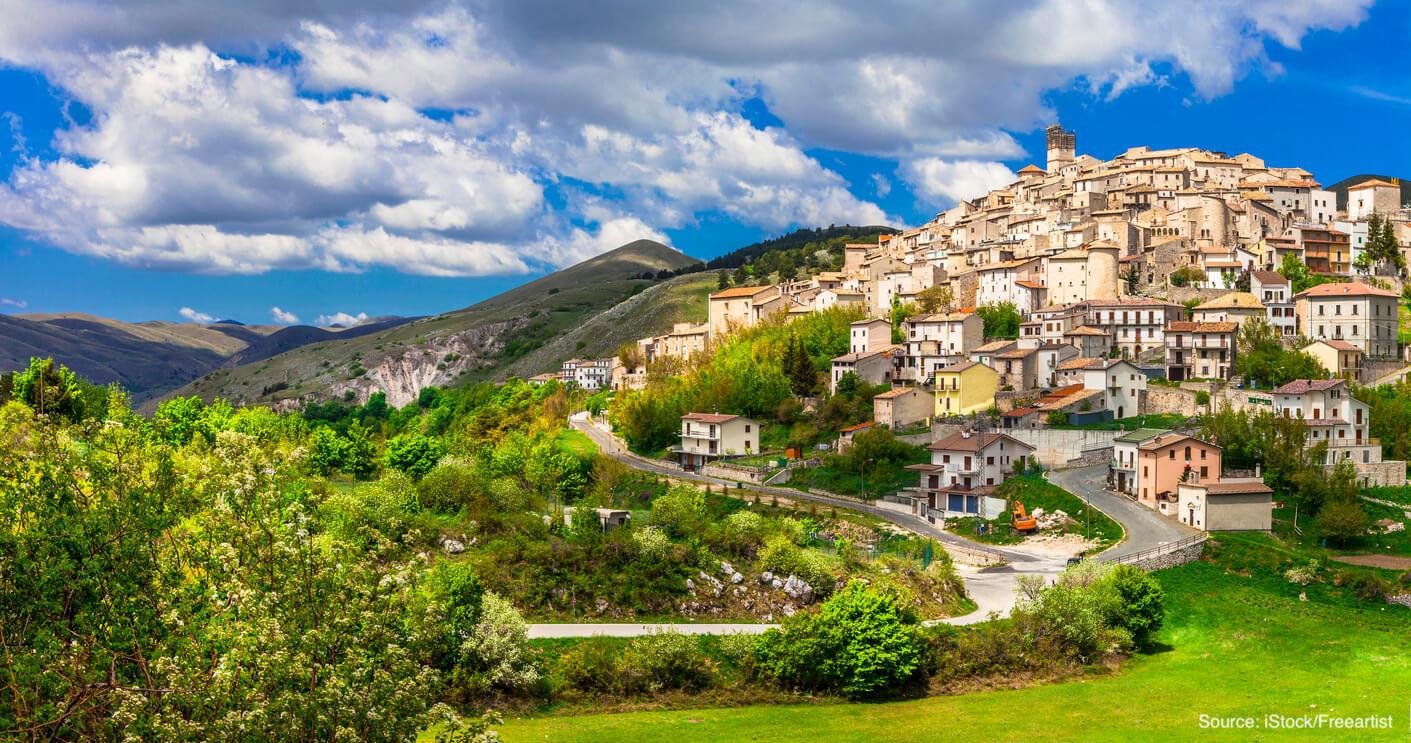 abruzzo-italy-castel-del-monte.jpg