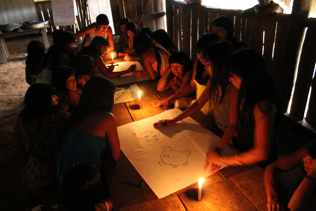 Map planning for seed collection in the Ikpeng indigenous community - Photo_ Danilo Urzedo.JPG