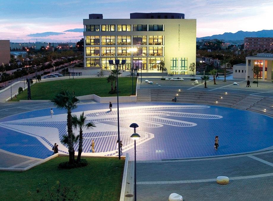 Guante Blanco. Agora, University Jaume I, Castellón, Spain. 2003. Stoneware.