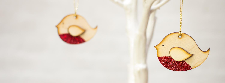 Lizzy-Chambers-Christmas-tree-Robin-decs