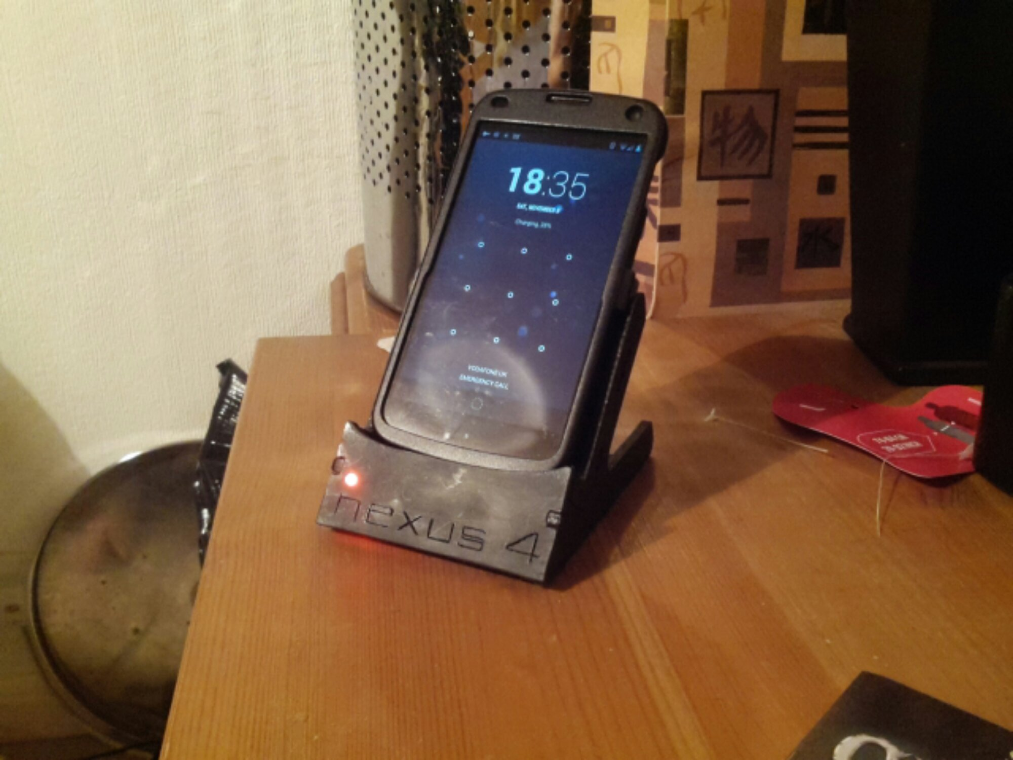 Nexus 4 in custom dock