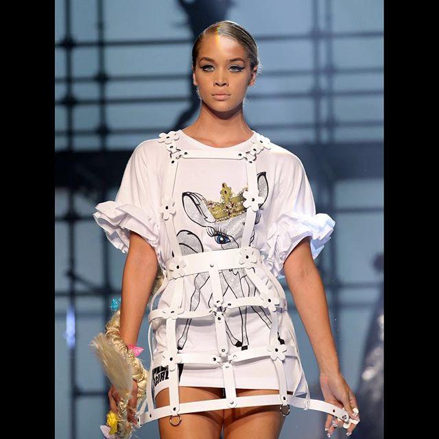 Fashion Week inspiration ✨🔥✨ #pictureoftheday #fashion #fashionweek #luxurylifestyle #art #inspiration #sketchbook #conceptart #conceptualart