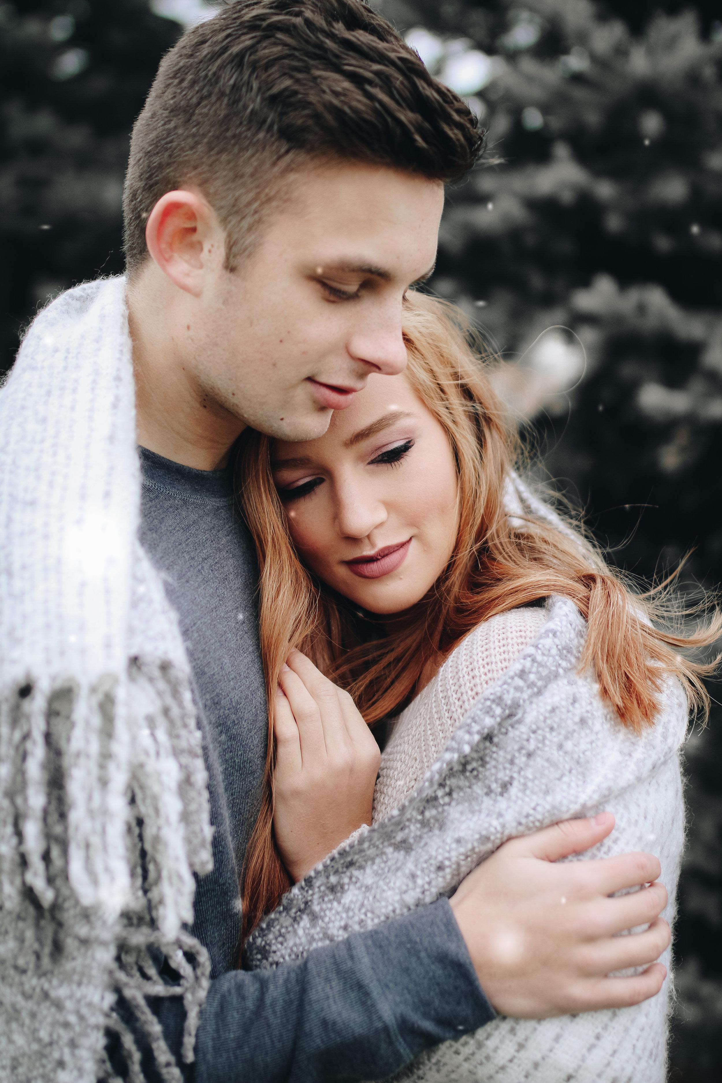 Jenna&Jake snow-4.jpg