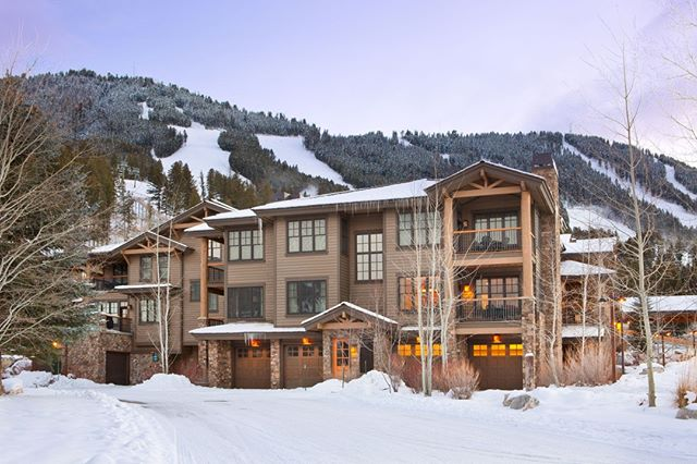 35% Off Early Season Rental Rates for stays between December 5th, 2018 and December 20th, 2018. Skiing is fantastic at Teton Village and we would love to have you stay at one of our properties!