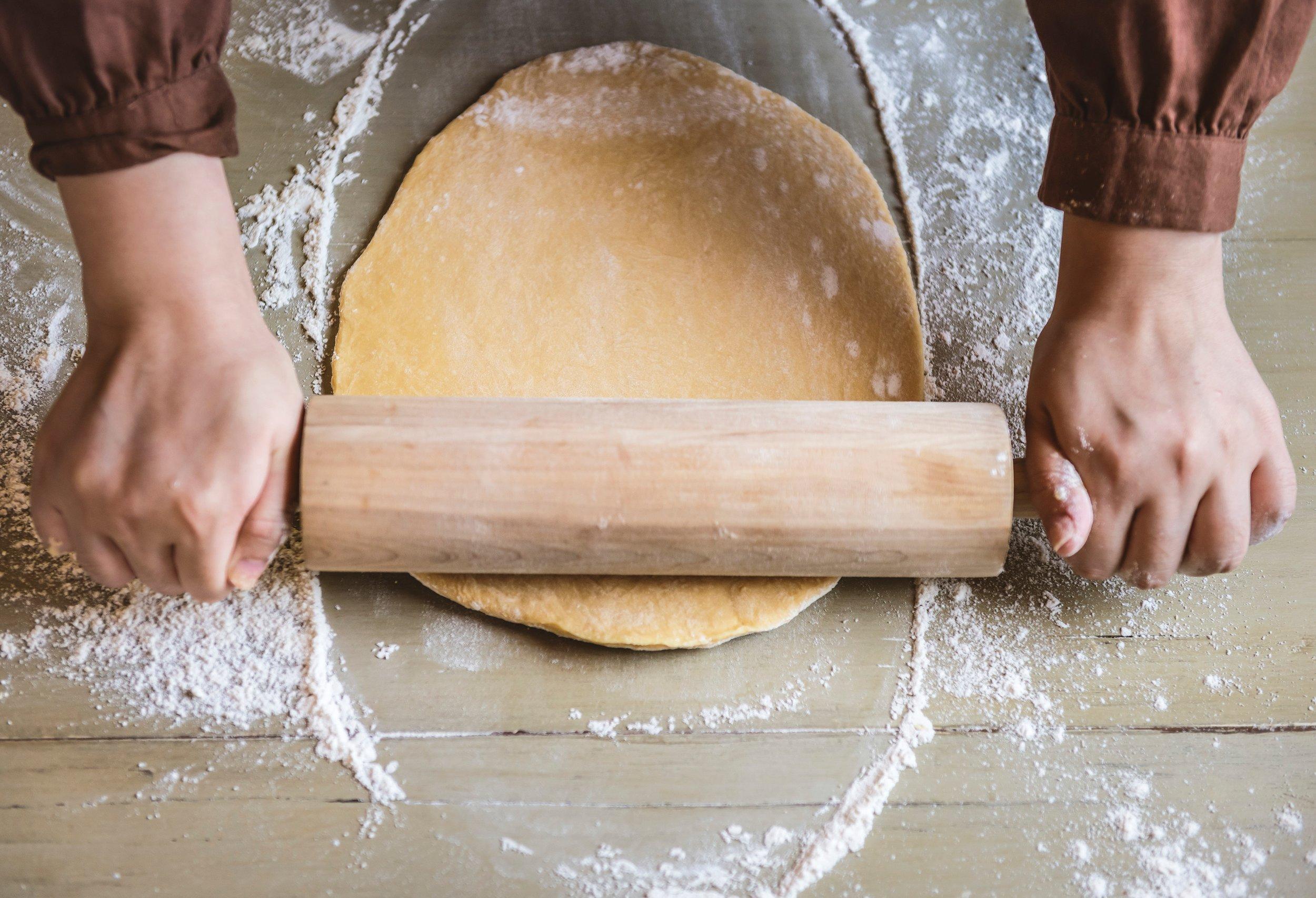 bake-baker-bakery-1251179.jpg