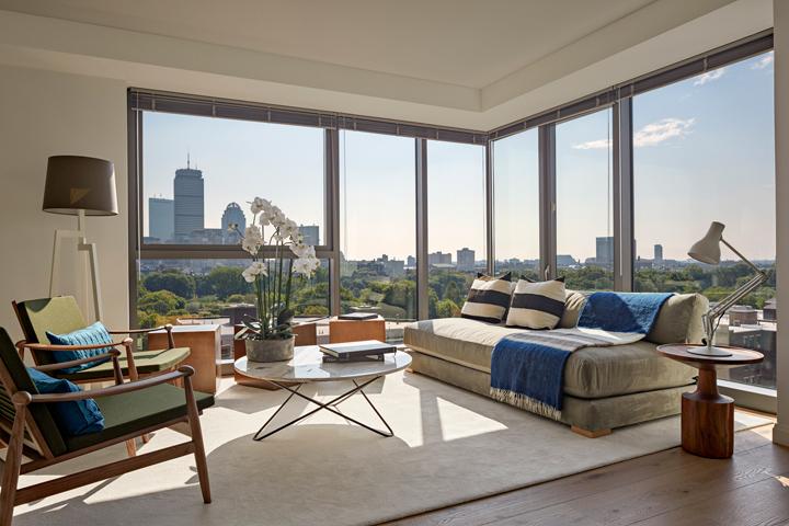 12-livingroom-lo.jpg