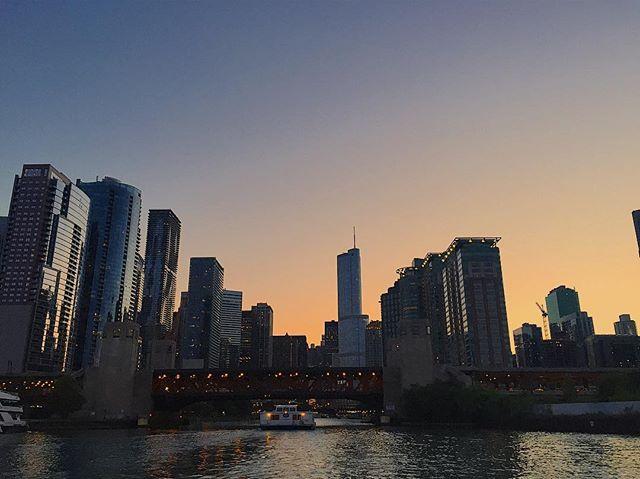 Sunset urban boat rides #chicago #sunset #summer #chi #skyline #boat #boatride #dusk #navypier