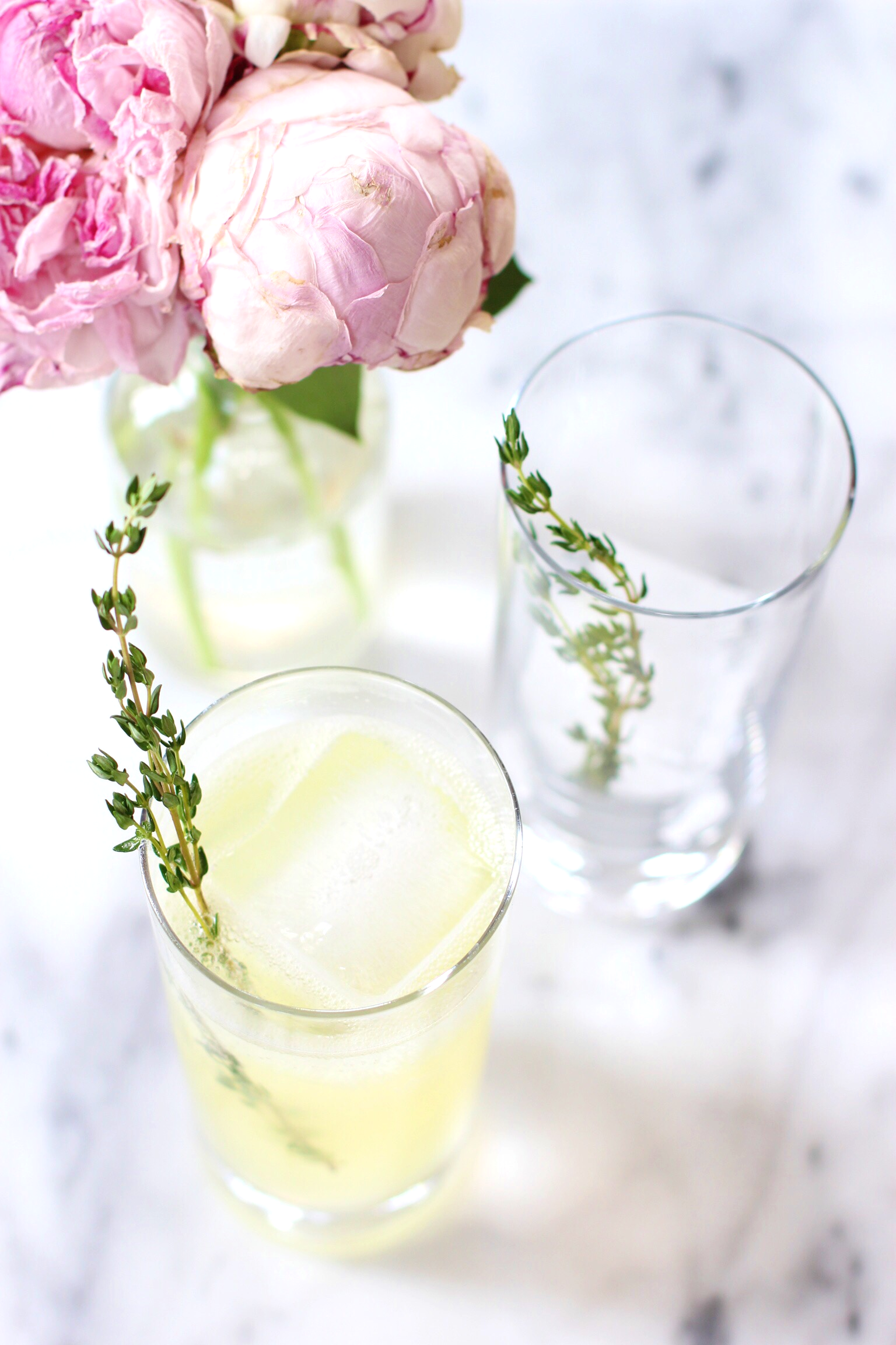 Gin thyme lemonade - The Pastiche