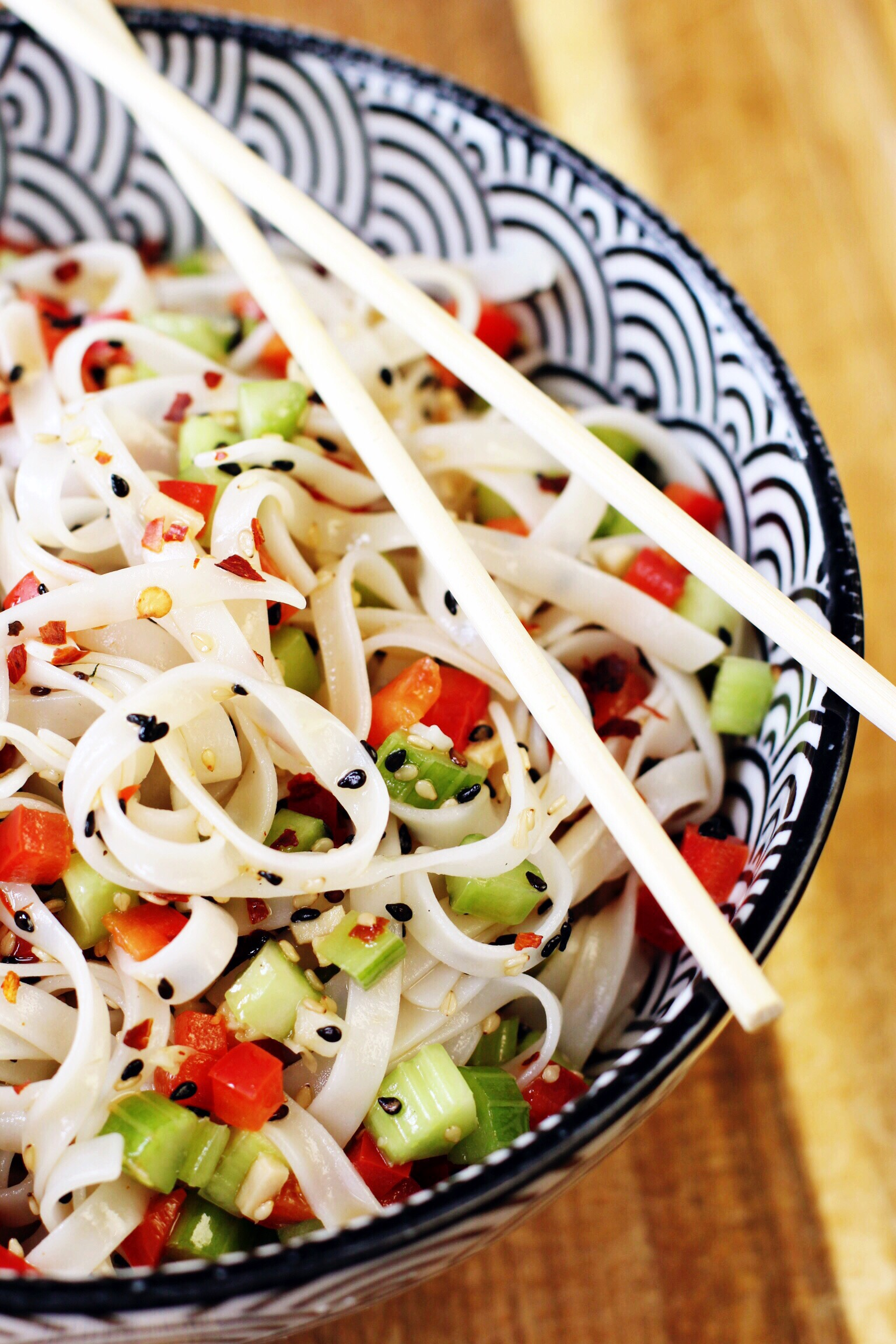 Cool sesame noodles with chili flakes - The Pastiche