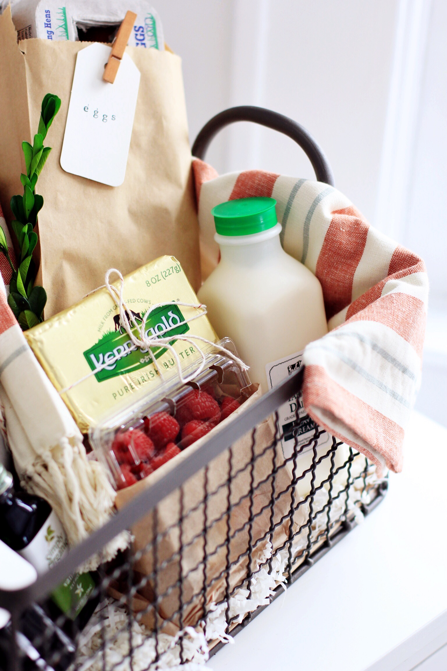 DIY French toast breakfast gift basket - The Pastiche