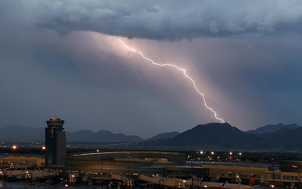 airport-lightning-PLANESCRTS1005.jpg