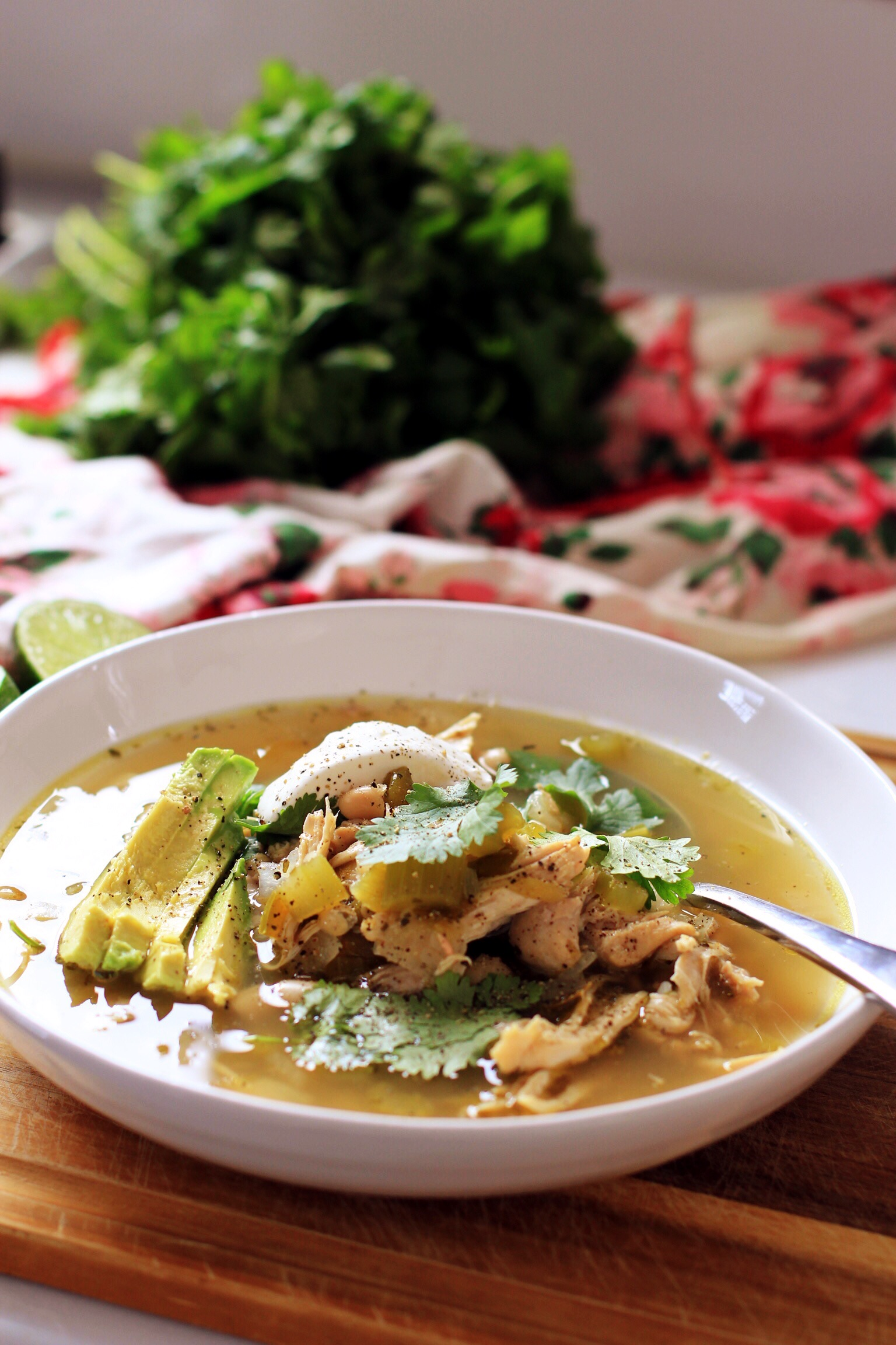 Healthy slow cooker chicken and green chili soup - The Pastiche