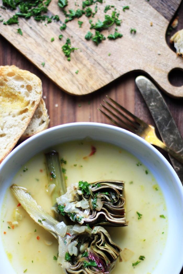Braised artichokes in white wine and lemon