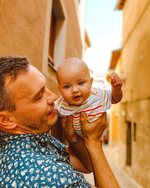 It's live, and only about 800,000 words! My (completely unprofessional and purely anecdotal) guide to traveling abroad with an infant is on the blog today. I tried to answer all your questions and then some.