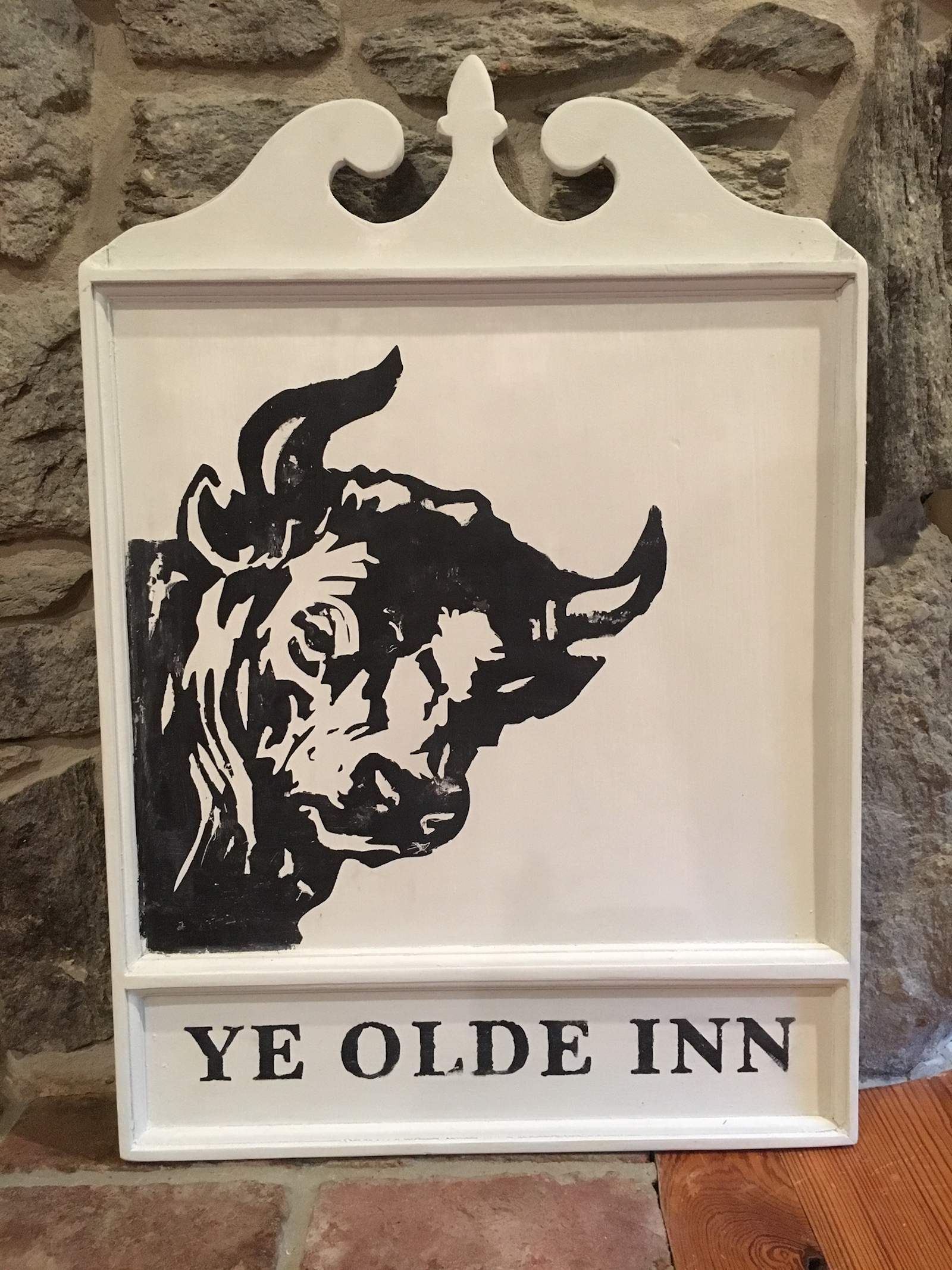 ye olde inn_bulls head taverm_colonial williamsburg_colonial american sign company.JPG