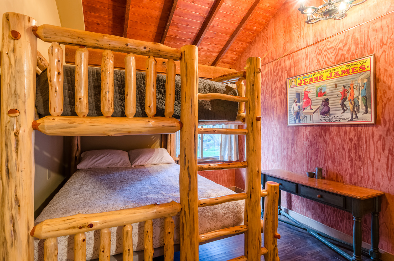 Double Bed on top, Queen on bottom. Sleeps 4
