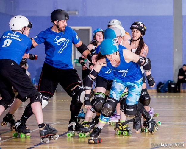 The Seven Deadly Spins vs Soy Division. Image courtesy of Dave McAleavy, boutday.com.