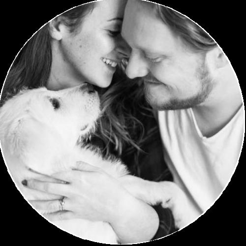 ANGELIKA & ARTUR PFEIFER - Die Beiden sind zusammen als Hochzeitsfotografen Team unterwegs und lieben es in ihrer Freizeit zu reisen, immer neue Reisen zu planen und Orte zu erkunden. Am liebsten in einem Camper oder Wohnwagen. Sie leben und lieben im schönen Schwarzwald zusammen mit ihrer jungen Hündin Bonny die bald mit auf Reisen gehen soll.http://diehochzeitsfotografen.de