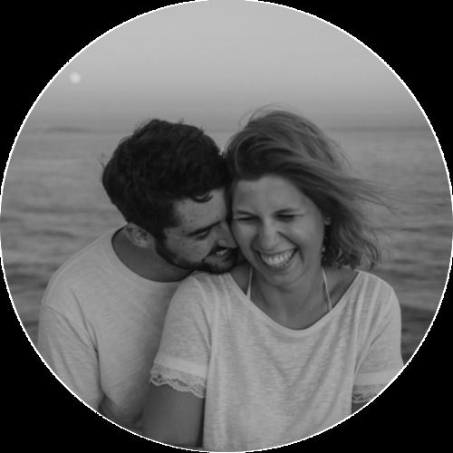Lily Lipovac & Lukas Bergk - Lily und Lukas sind ein Hochzeitsfotografenpaar. Am liebsten kochen sie indisches Curry, trinken Vinho Verde aus Portugal und hören alte oder neue Schallplatten.Auch wenn sie die Zeit zu Hause sehr genießen, sind die Beiden immer wieder auf der Suche nach neuen Abenteuern in der Ferne. Zusammen möchten sie noch die ganze Welt entdecken und müssen sich auf ihren Reisen immer mal wieder gegenseitig erinnern, dass man Eindrücke für die Ewigkeit nicht nur mit der Kamera sammelt.www.lilyandlukas.com