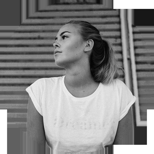 JULIA BARTELT - Julia ist ein Dorfkind und trotzdem überall in der Welt zu Hause. Ihre Liebe zu schönen Dingen fand ihren Anfang mit ihrem Beruf als Mediengestalterin und hat sich zur Leidenschaft für die Fotografie entwickelt. Julia-Aline ist 23 Jahre alt, in der Nähe von Hildesheim aufgewachsen und gerade nach Leipzig gezogen.www.forallthedreamers.com