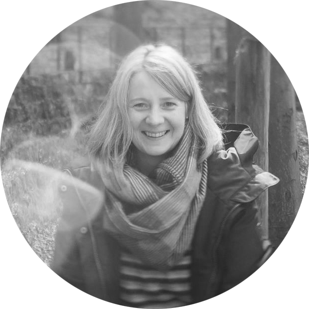 SANDRA WESTERMANN - Sandra lebt mit ihrer Familie in Norddeutschland und arbeitet seit sechs Jahren als Fotografin. Sie fotografiert hauptsächlich Hochzeits- und Businessreportagen. Sie liebt das Meer und raue Landschaften.Ihre große Leidenschaft ist das Reisen in nordische Länder. Am liebsten im Camper oder im eigenen Bulli.www.sandrawestermannfotgrafie.de