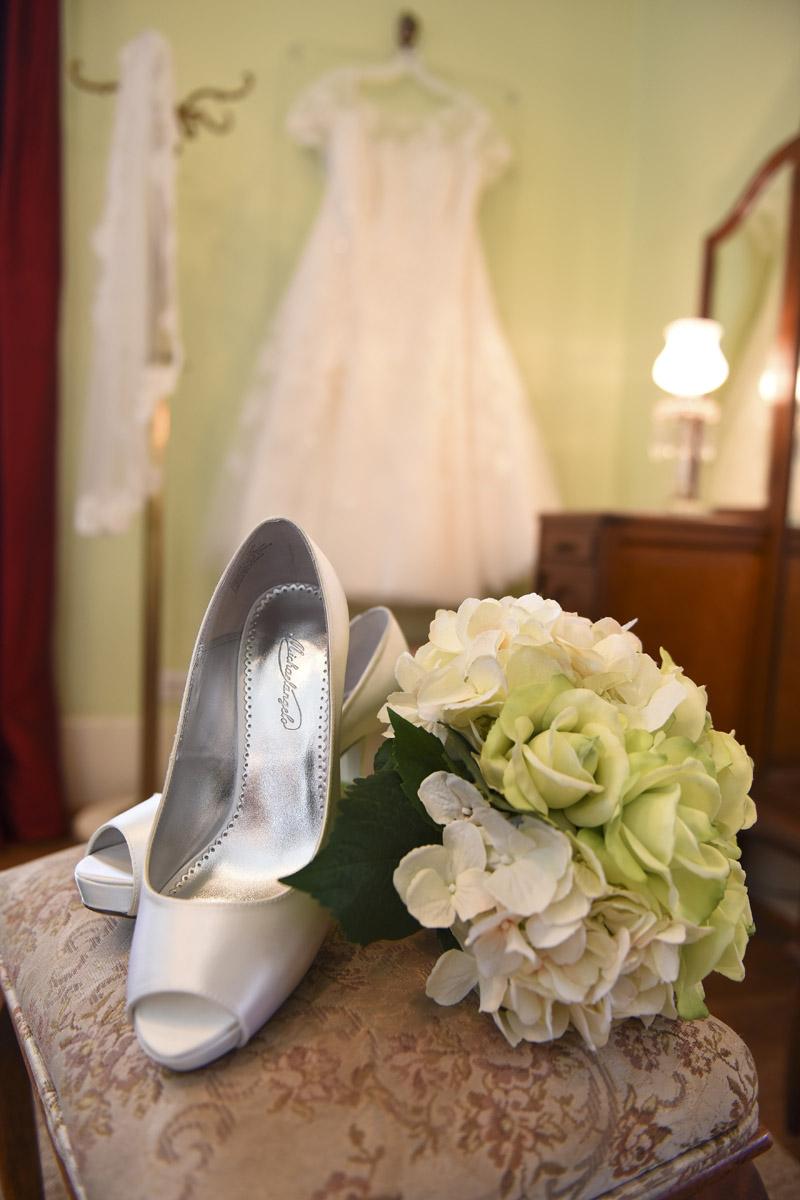 butlers-courtyard-league-city-wedding-venue-bridal-details