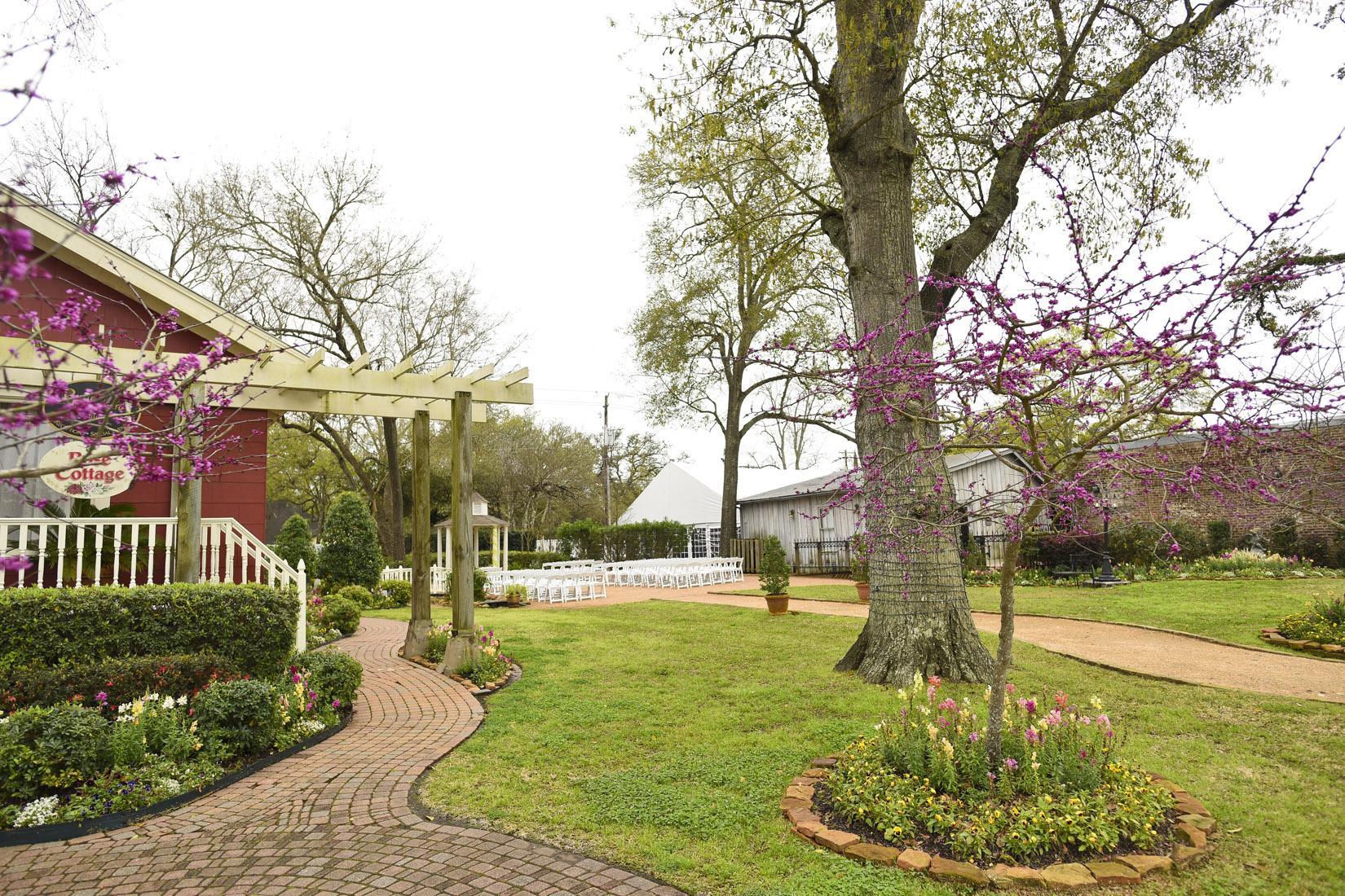 butlers-courtyard-league-city-wedding-venue-details
