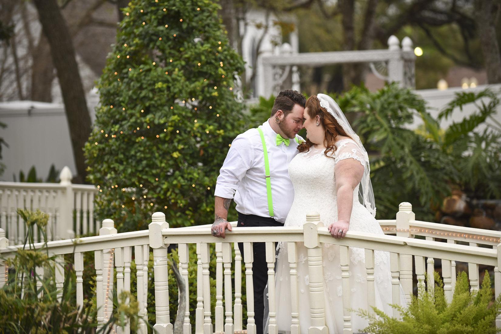 butlers-courtyard-wedding-venue-intimate-houston-photos