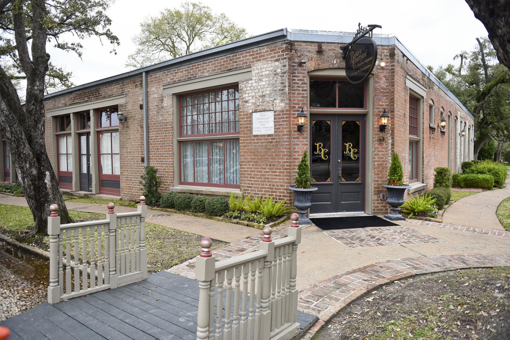 butlers-courtyard-wedding-venue-historic-houston-photos