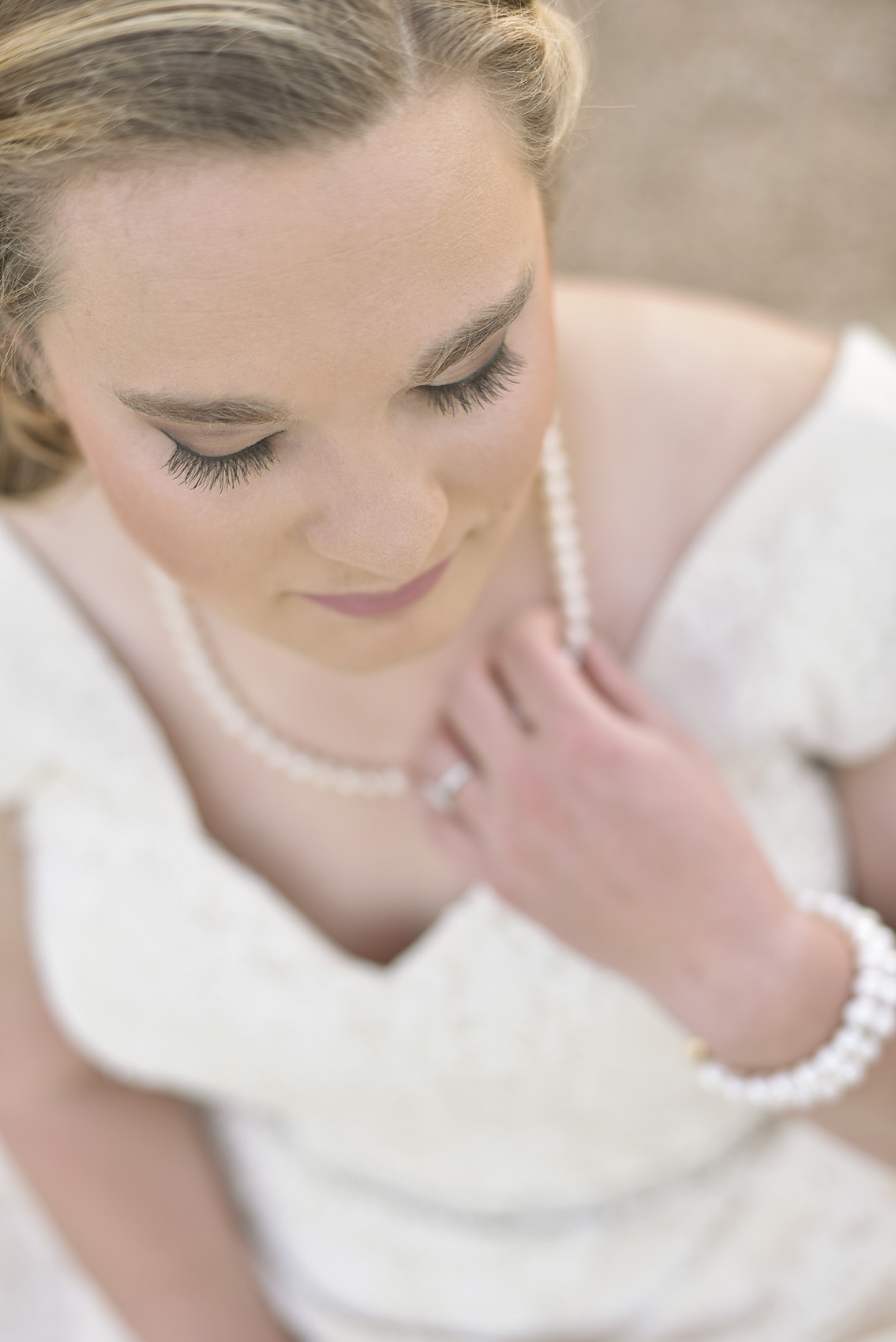 moffitt-oaks-houston-wedding-venue-bridal-candid-photo