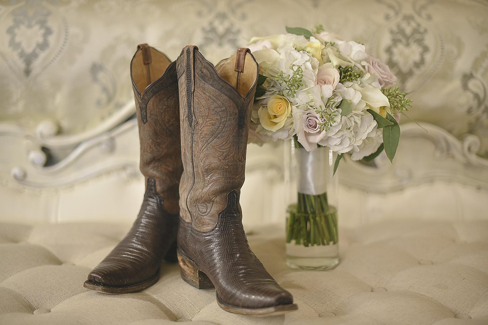 tomball-houston-moffitt-oaks-wedding-boots-flowers-photography