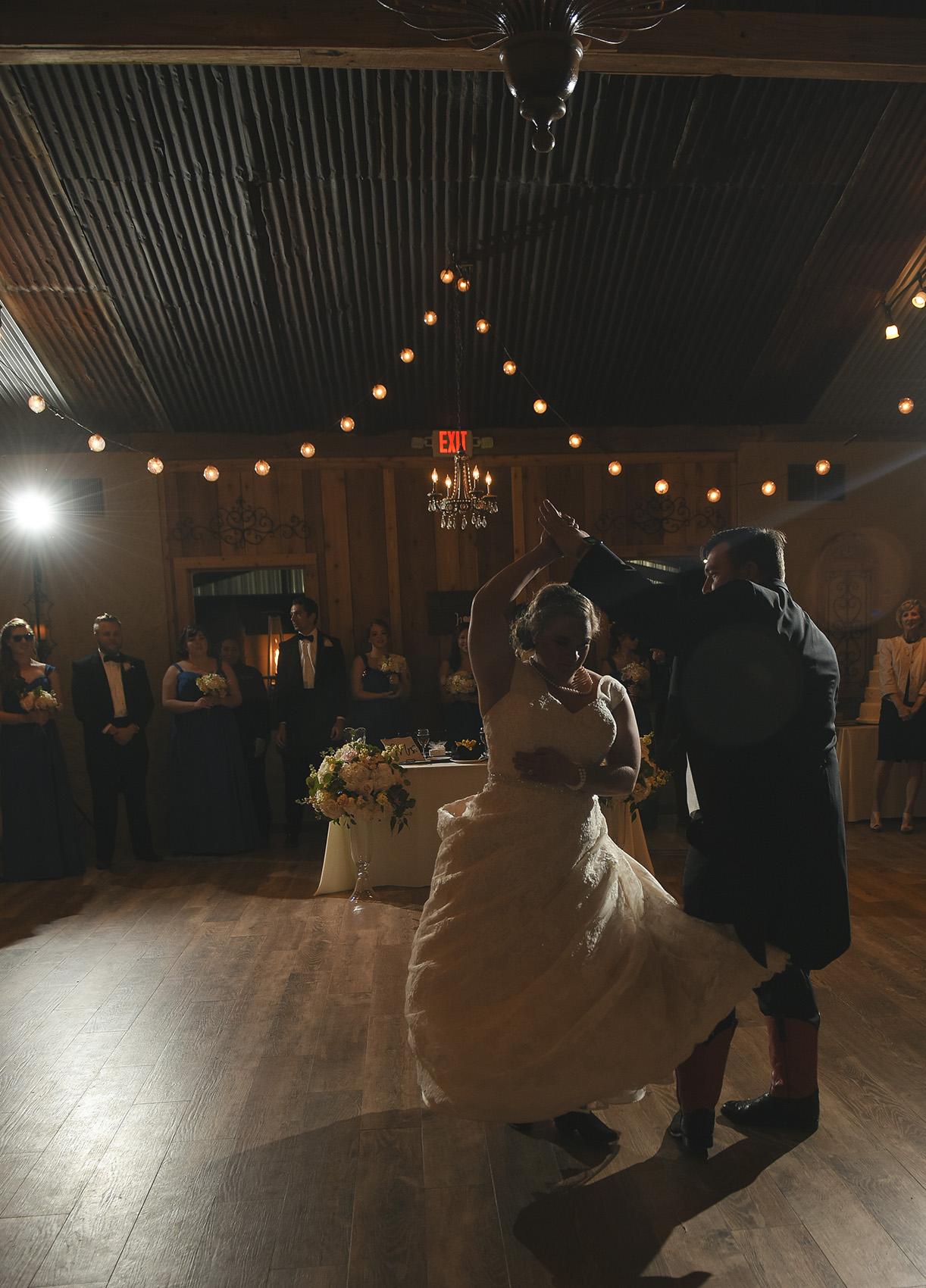 moffitt-oaks-houston-wedding-venue-barn-dance-floor-lighting