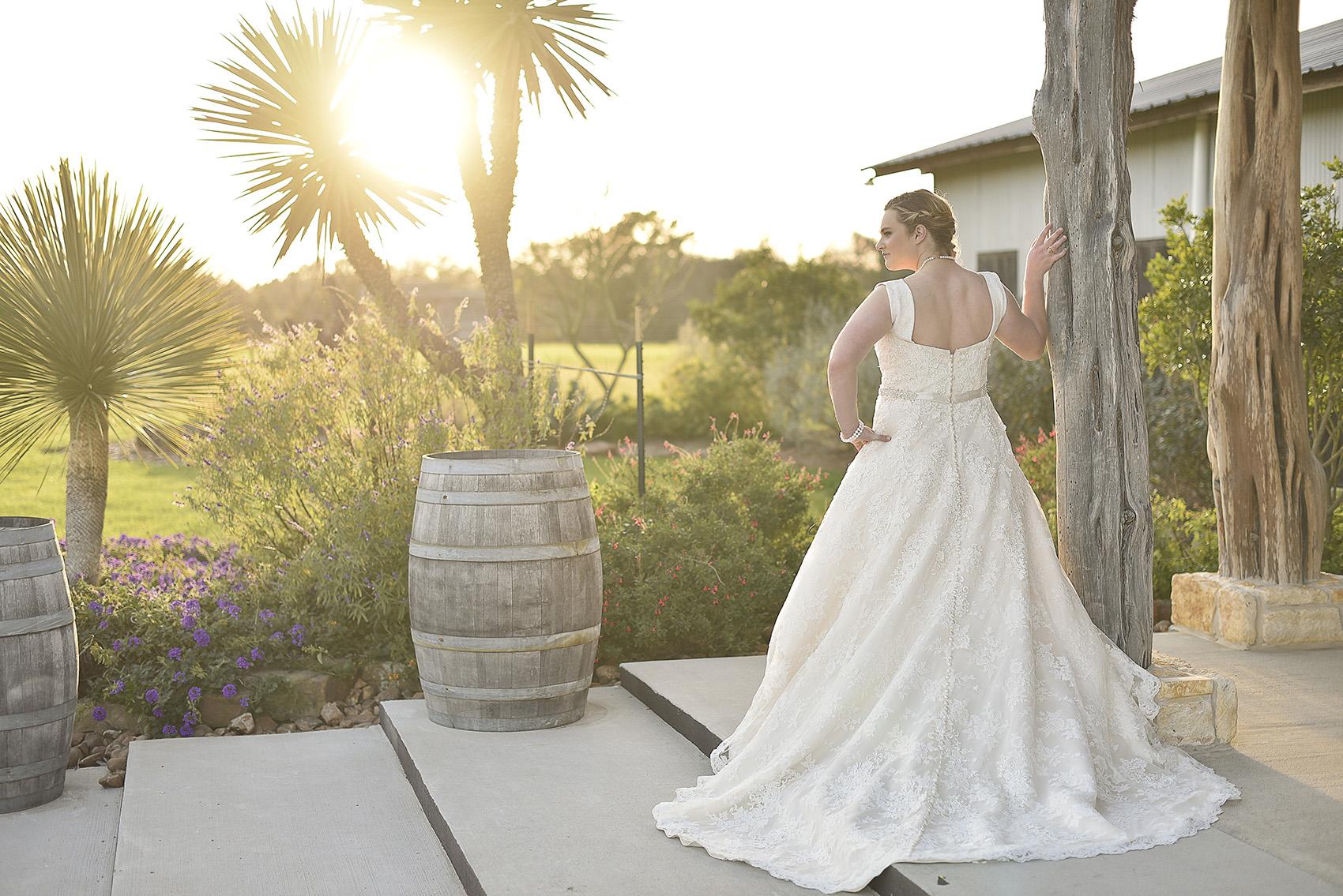 houston-tomball-moffitt-oaks-bridal-photo-rustic-scene