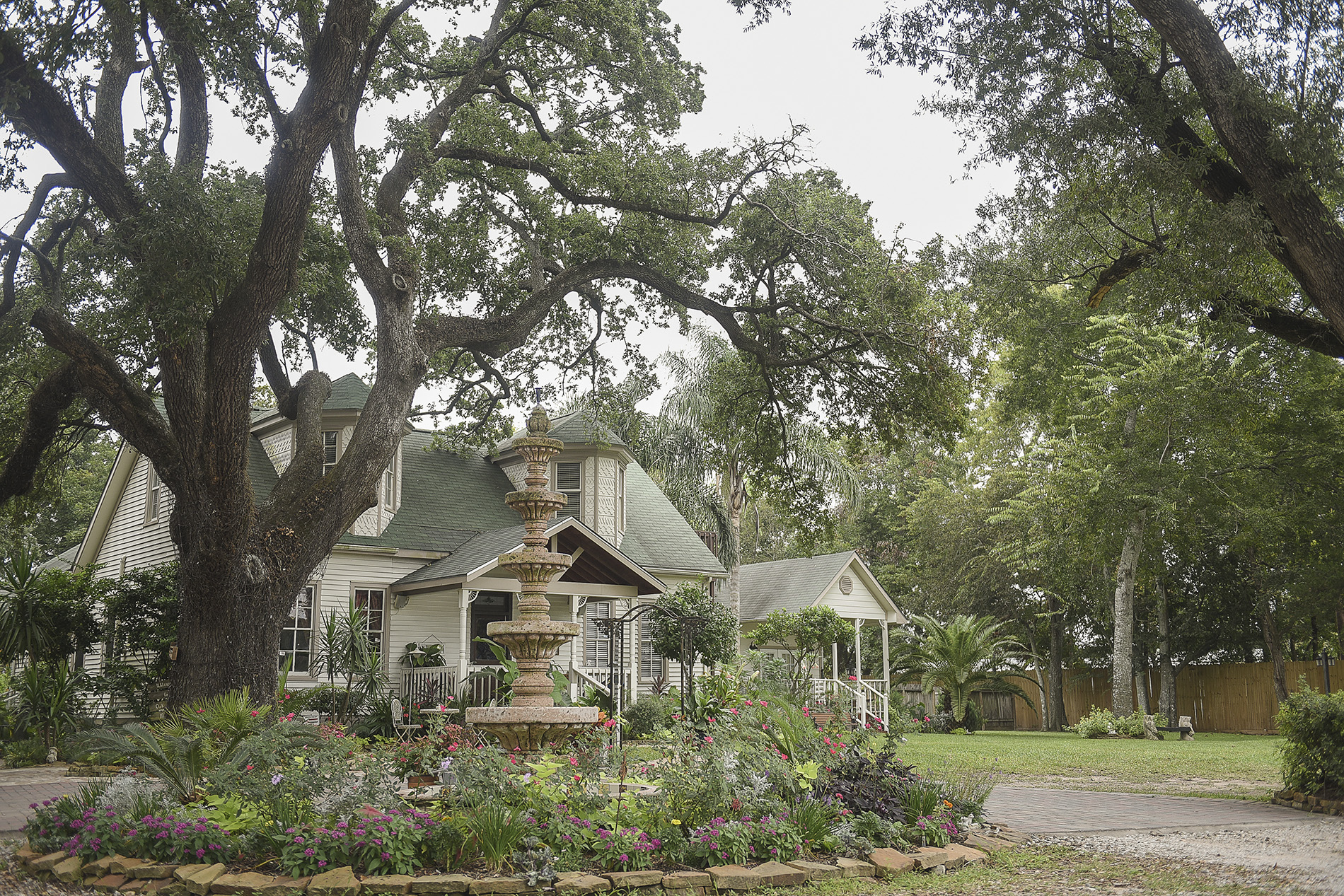 Oak-tree-manor-highest-rated-houston-wedding-venue-photographer-1
