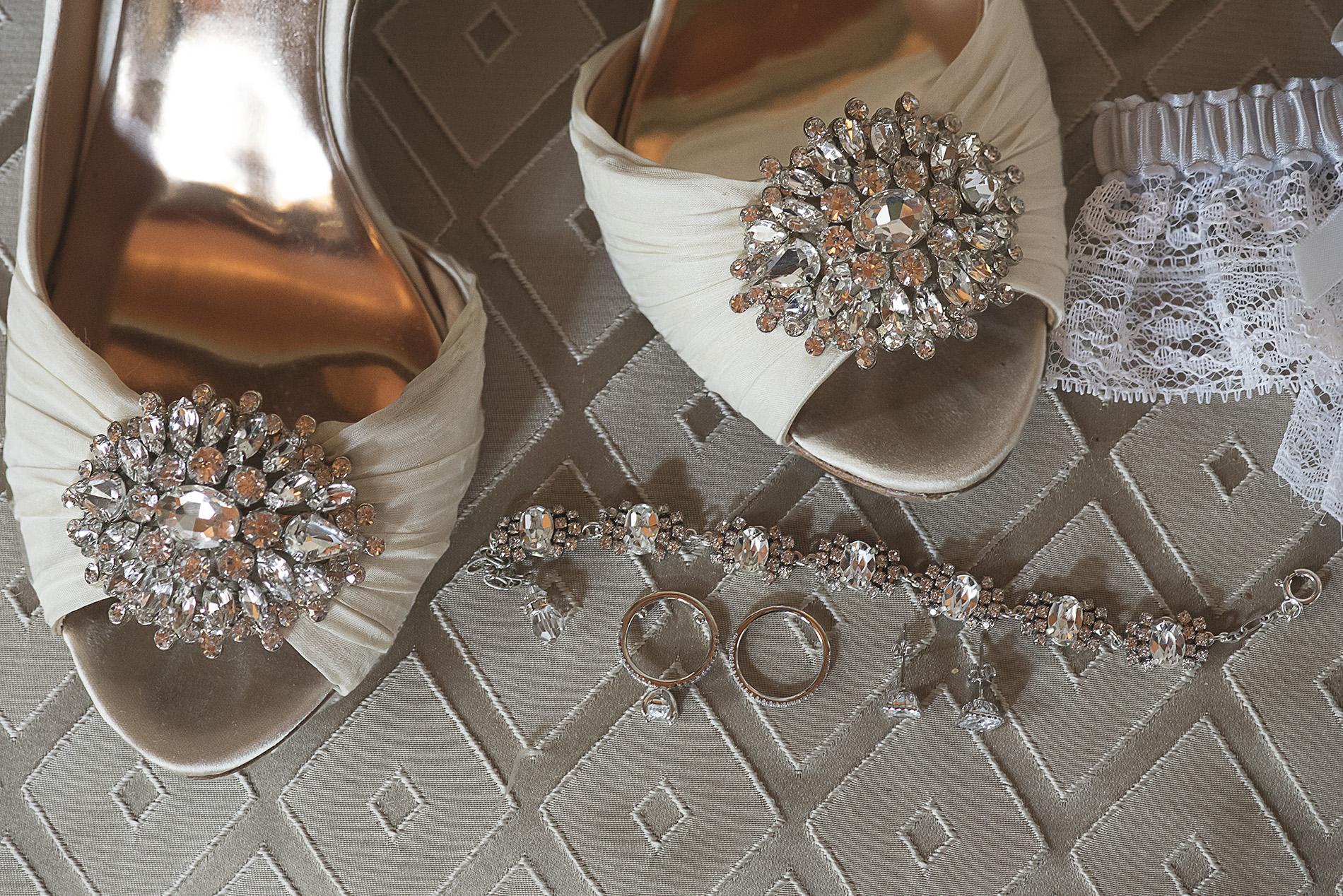 Houston-venue-Olde-Dobbin-Station-Romantic-Classic-Wedding-Photographer-006.jpg