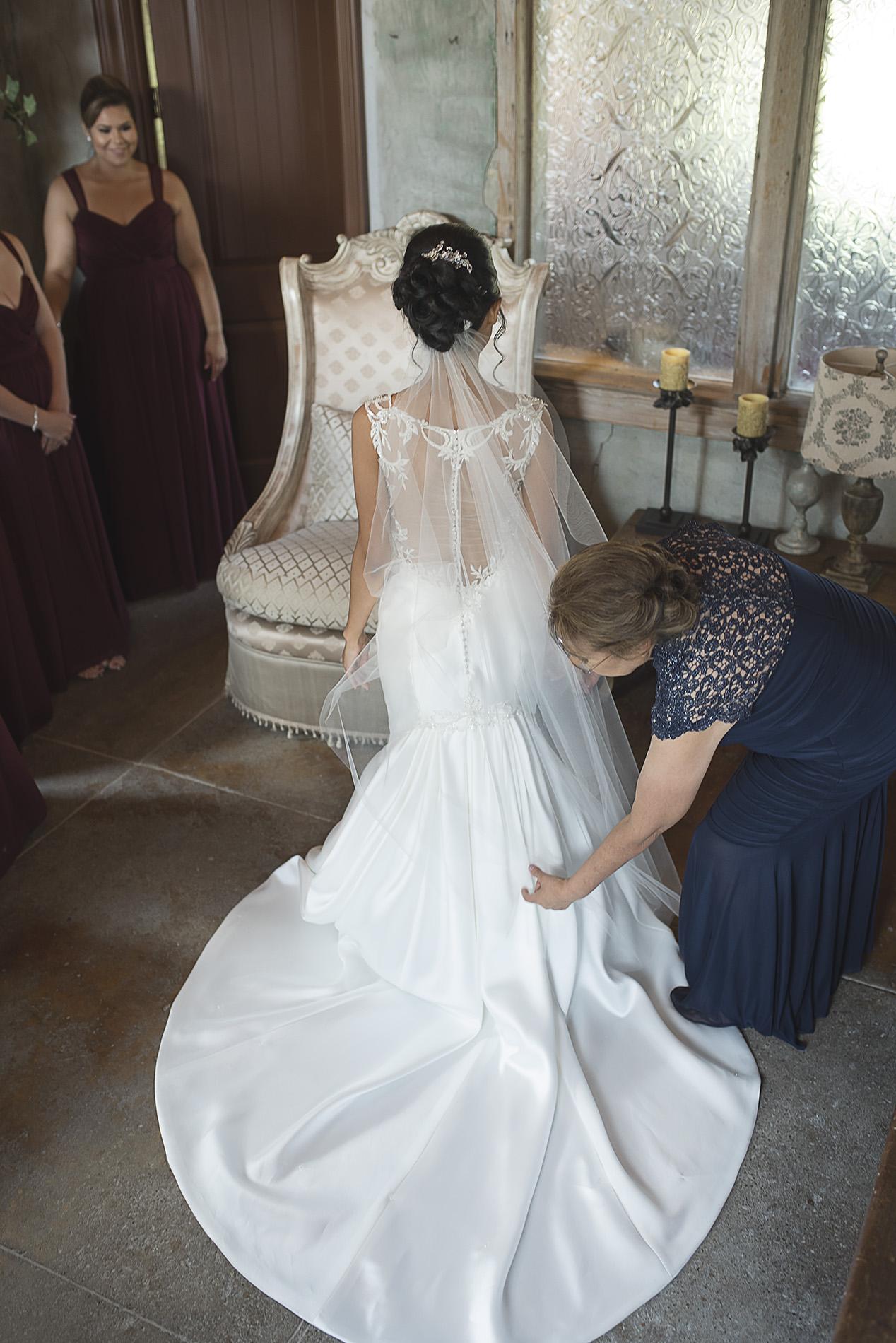 Houston-venue-Olde-Dobbin-Station-Romantic-Classic-Wedding-Photographer-010.jpg