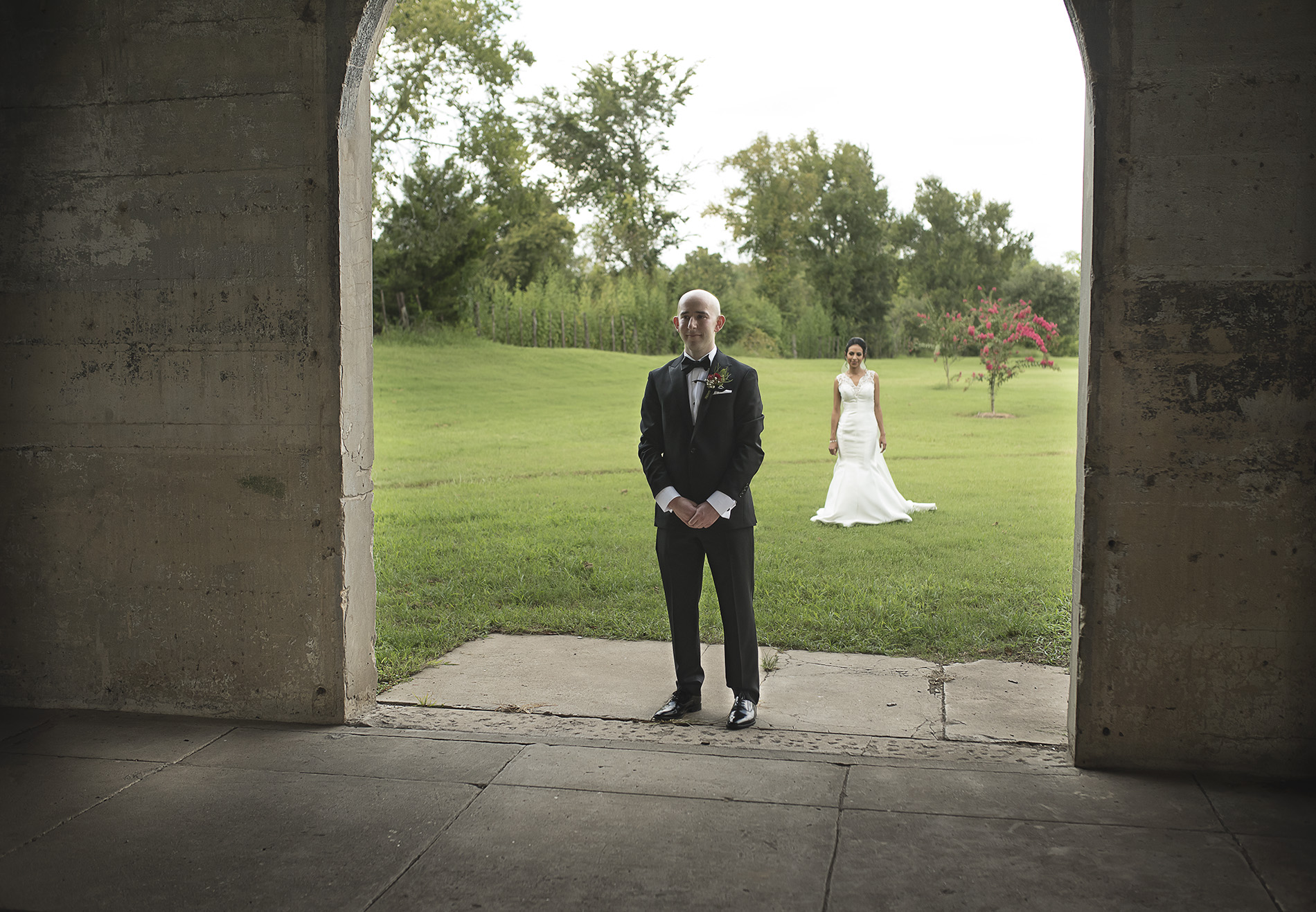 Houston-venue-Olde-Dobbin-Station-Romantic-Classic-Wedding-Photographer-026.jpg