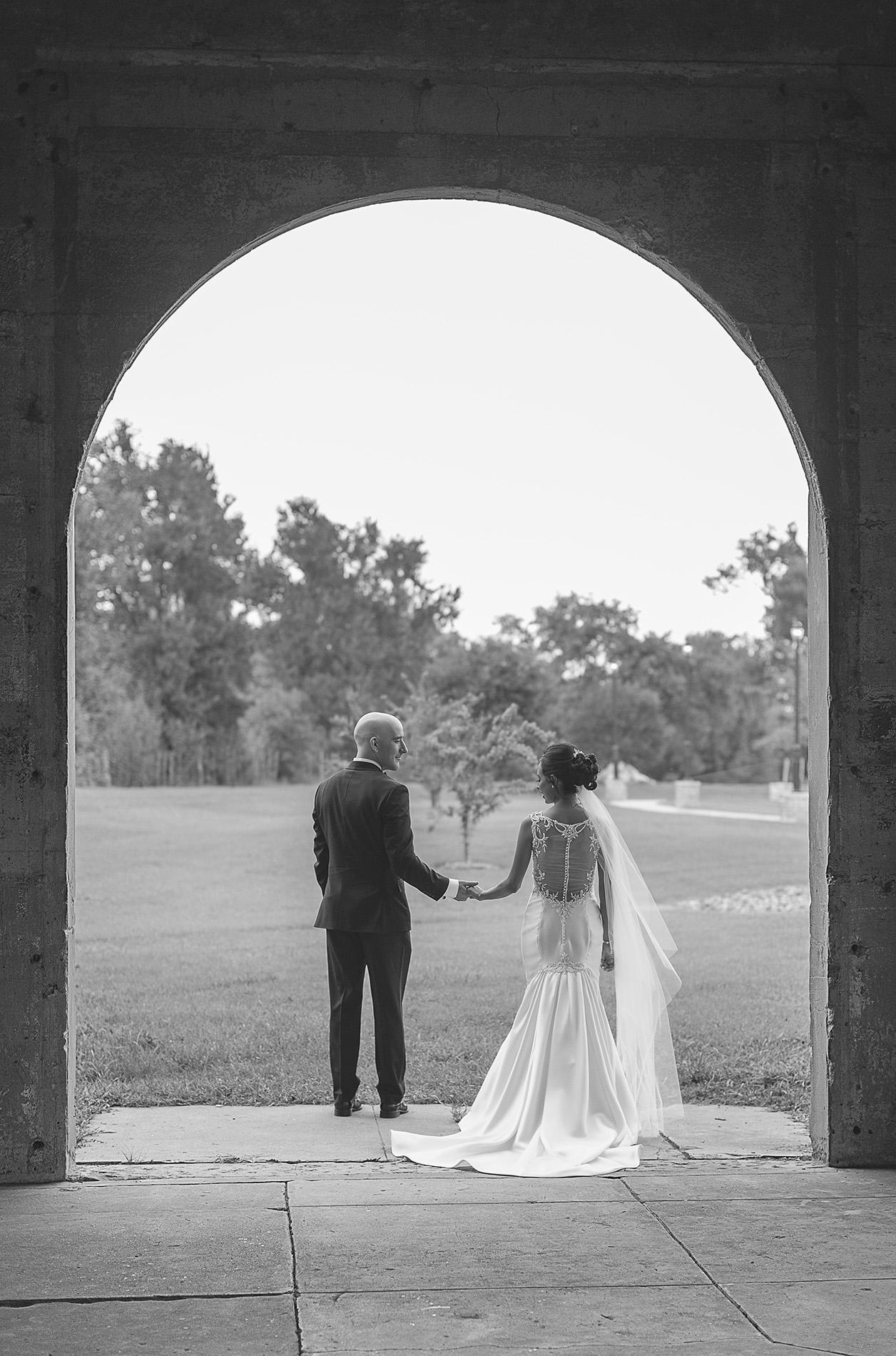 Houston-venue-Olde-Dobbin-Station-Romantic-Classic-Wedding-Photographer-028.jpg