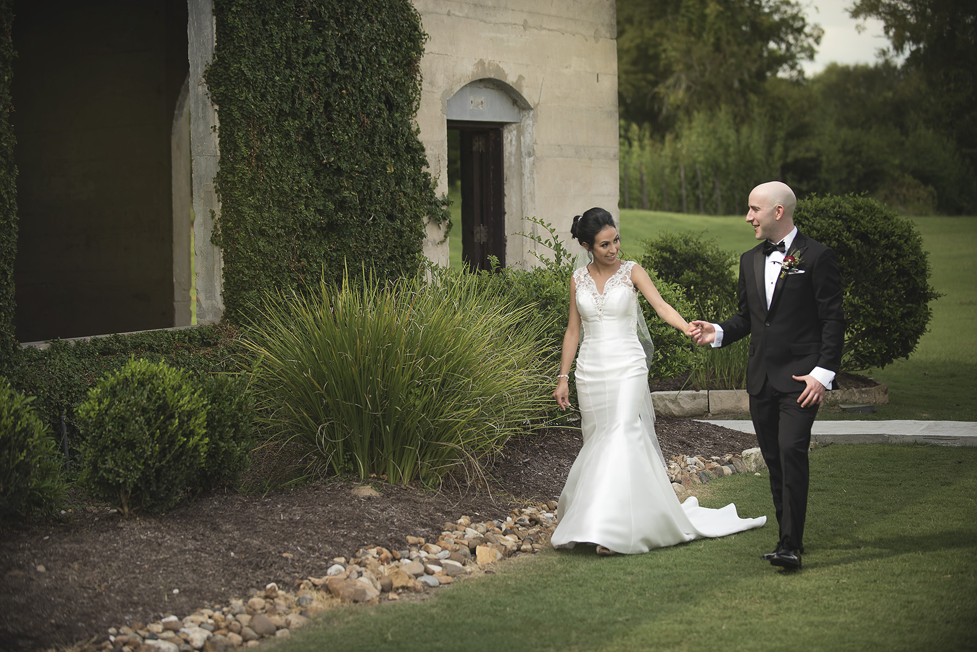 Houston-venue-Olde-Dobbin-Station-Romantic-Classic-Wedding-Photographer-030.jpg
